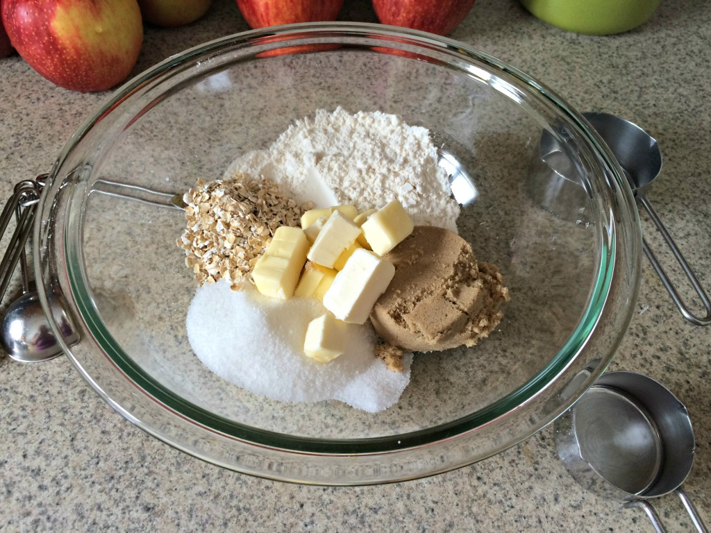 Easy apple crisp topping ingredients #ad #WarmthInACrust