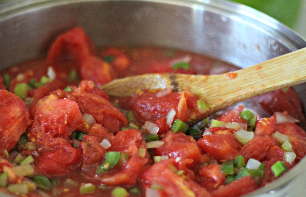 This is my favorite homemade spaghetti sauce recipe with garden fresh tomatoes. Recipe and tips to make sure your spaghetti sauce turns out awesome every time.